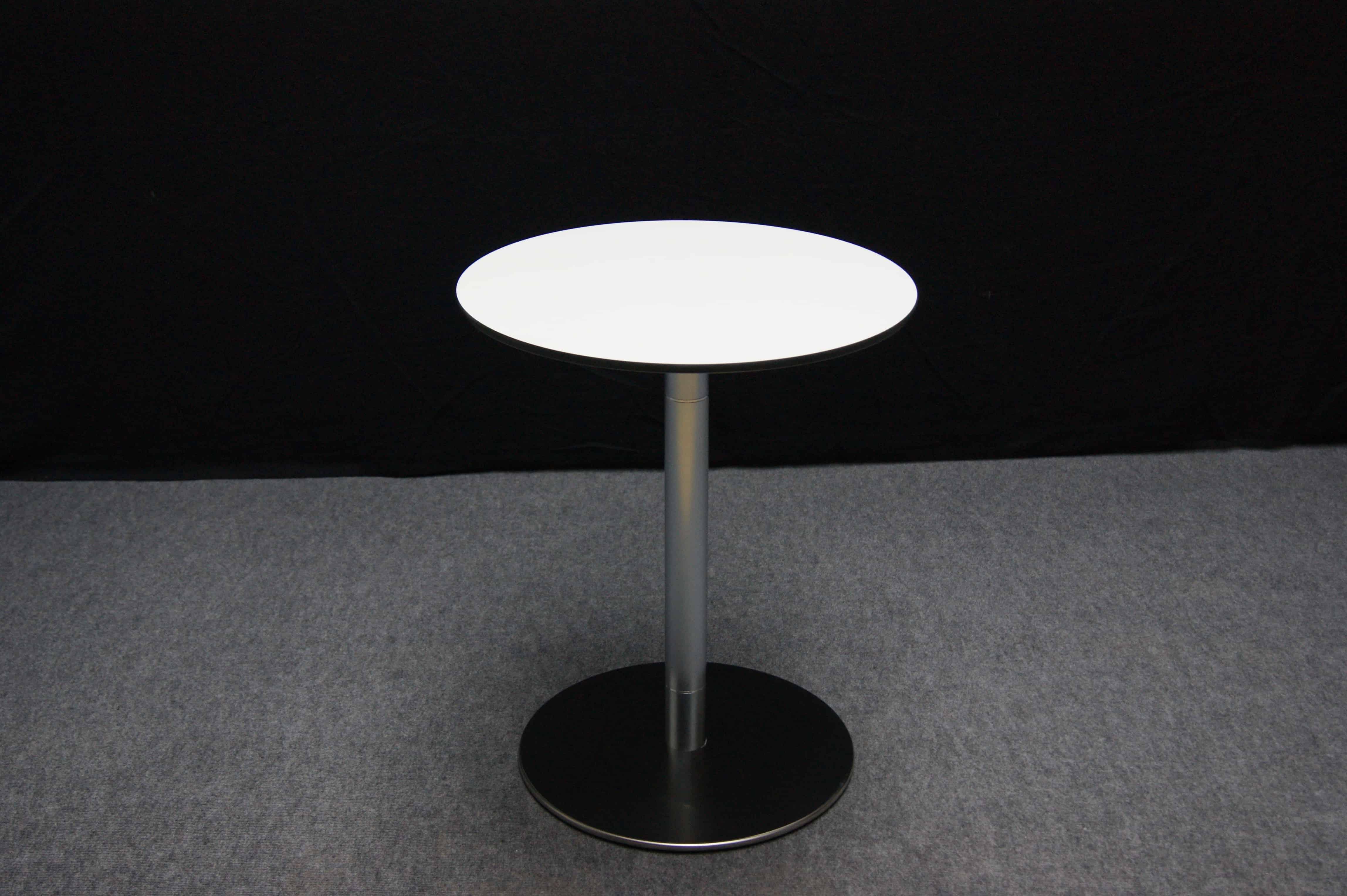 Stehtisch mit wechselbaren Tischplatten | around GmbH